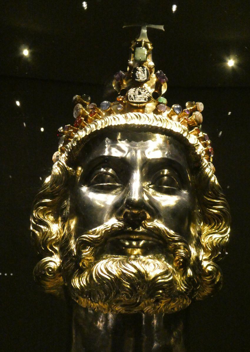 Buste reliquaire de Charlemagne vers 1349. Ph. Delahaye.