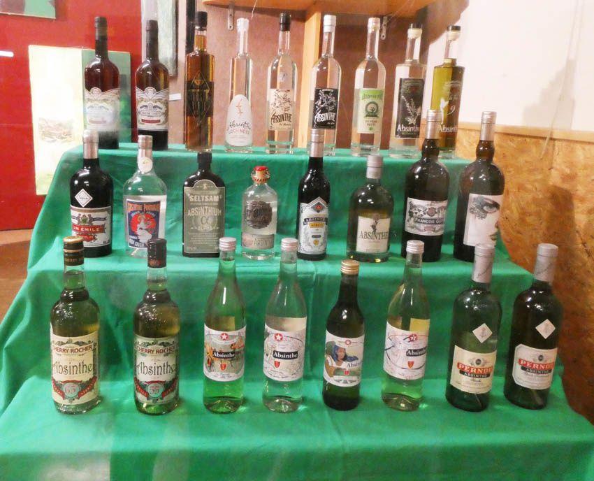 Les absinthes participant au concours. Ph. Delahaye.