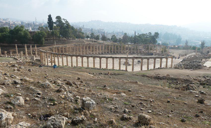 La Place ovale vue du Temple d'Artemis. Ph. Delahaye.