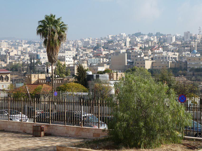 La ville moderne de Jerash vue du site antique. Ph. Delahaye.