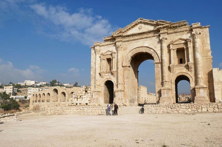L'Arc d'Hadrien. Ph. Delahaye.