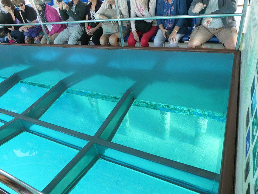 Le fond de verre du bateau. Ph. Delahaye.