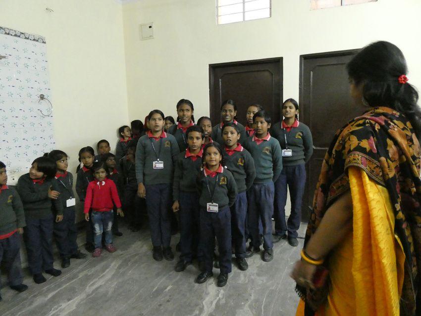 Les enfants chantent Frère Jacques. Ph. Delahaye.