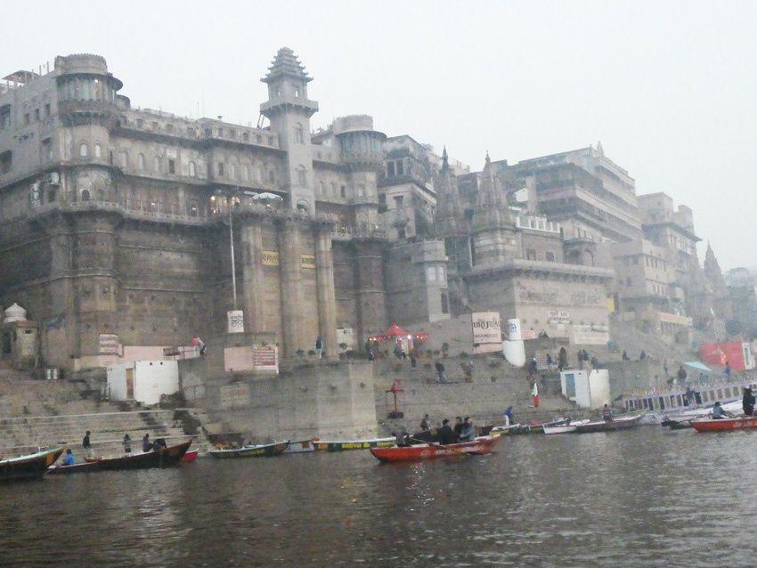 Vues de Varanasi depuis le Gange. Ph. Delahaye.