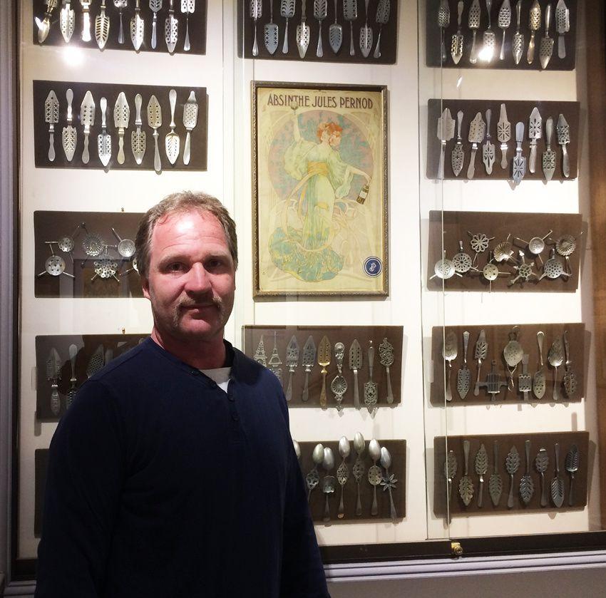 Peter Schifferdecker au Musée de l'Absinthe à Auvers-sur-Oise. Ph. Delahaye.