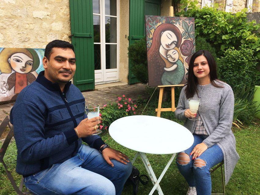Ce couple d'indiens de Bangalore en Inde du Sud, déguste lui aussi l'absinthe qu'ils ont appréciée. Ph. Delahaye.