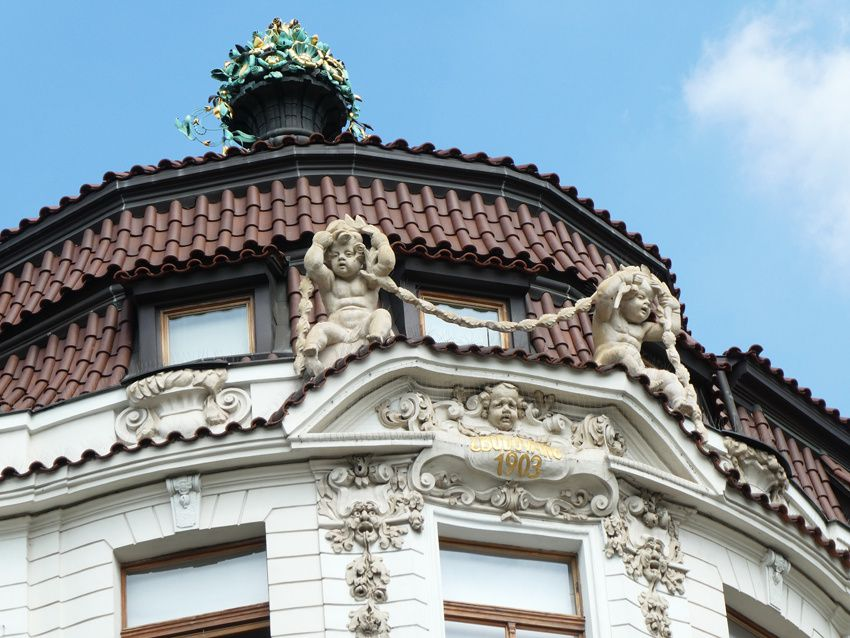Détail du sommet de l'immeuble. 1903. Ph. Delahaye.
