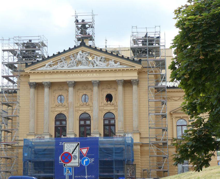 L'Opéra national. Élégant bâtiment du XVIIIe siècle qui a vu la première de Don Giovanni de Mozart. Actuellement en rénovation, impossible de visiter l'intérieur à la décoration magnifique. Ph. Delahaye.