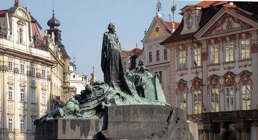 La statue de Jan Huss inaugurée en 1915 pour le 500e anniversaire de sa mort. Ph. Delahaye.