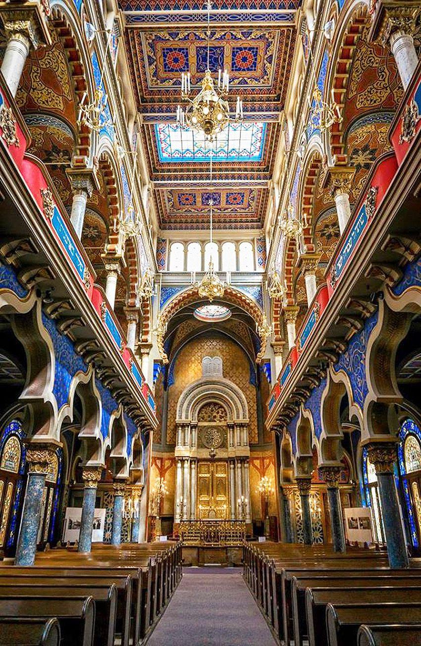 Intérieur de la synagogue de style mauresque. Ph. Delahaye.