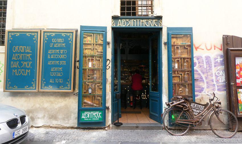 Nouvelle décoration de l'Absintherie principale, identique à celle de la petite Absintherie. Ph. Delahaye.