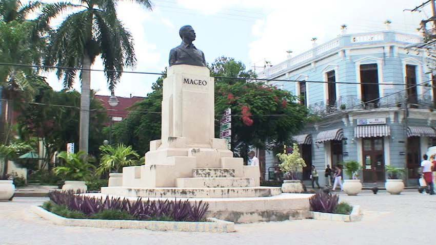 Place Maceo. Ph. Delahaye.