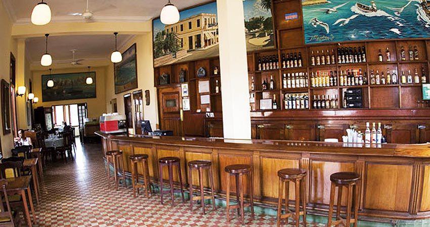 La Terraza avant les travaux avec la table où s'installait Hemingway pour écrire. Ph. internet.