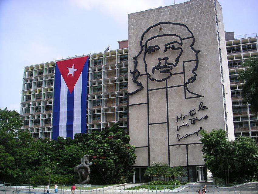 Sur la Place de la Révolution d'une étendue de 72 000 m2. Ph. Delahaye.