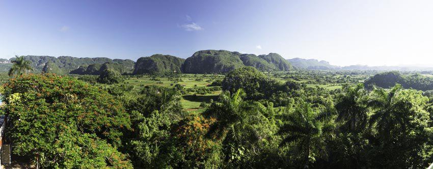 La Vallée de Vinales avec les mogotes datant de l'ère secondaire. On parle de baie d'Along terrestre en comparaison avec la baie du Vietnam. Ph. S. Baldo.