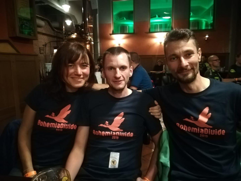 Katka, Petr Novak et Petr Zitek : ils incarnent l'esprit fondateur des courses vtt bikepacking, à mes yeux
