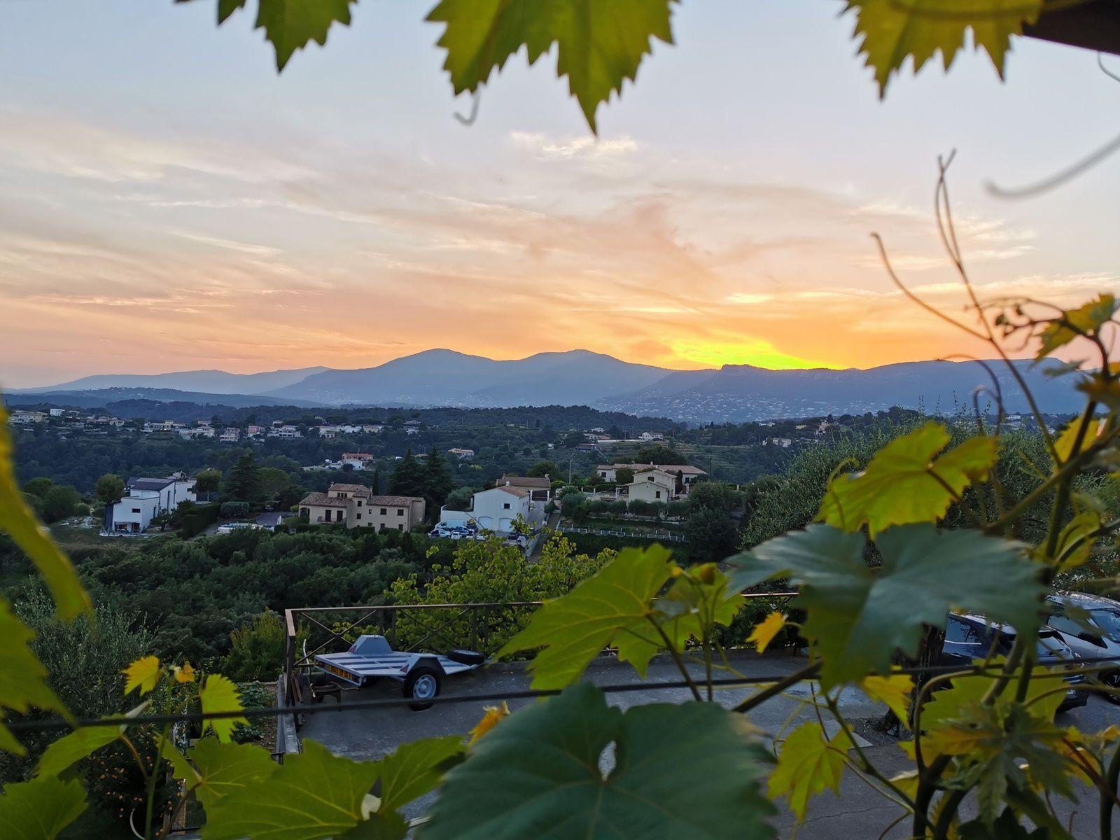 Et depuis la terrasse contempler, méditer (photographie @elodivague sans filtre, sans retouche - série paysage 2019)