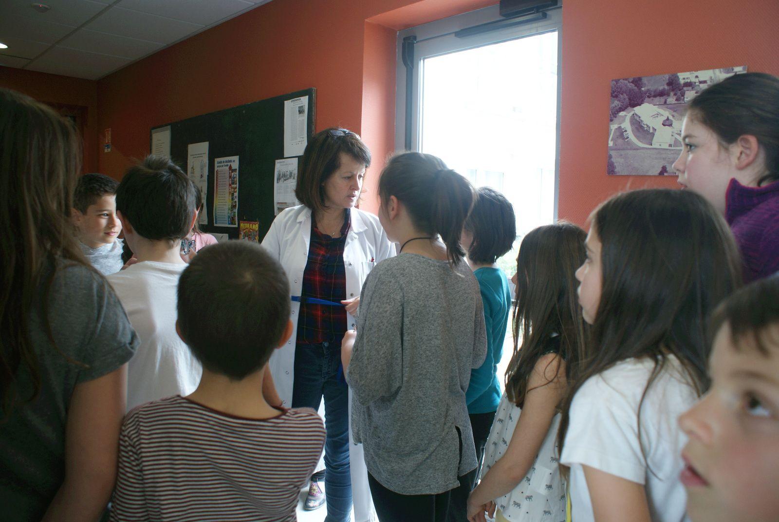 Visite de nos ainés à l'EHPAD de Tournon, par la classe des CE2/CM de St Sylvestre
