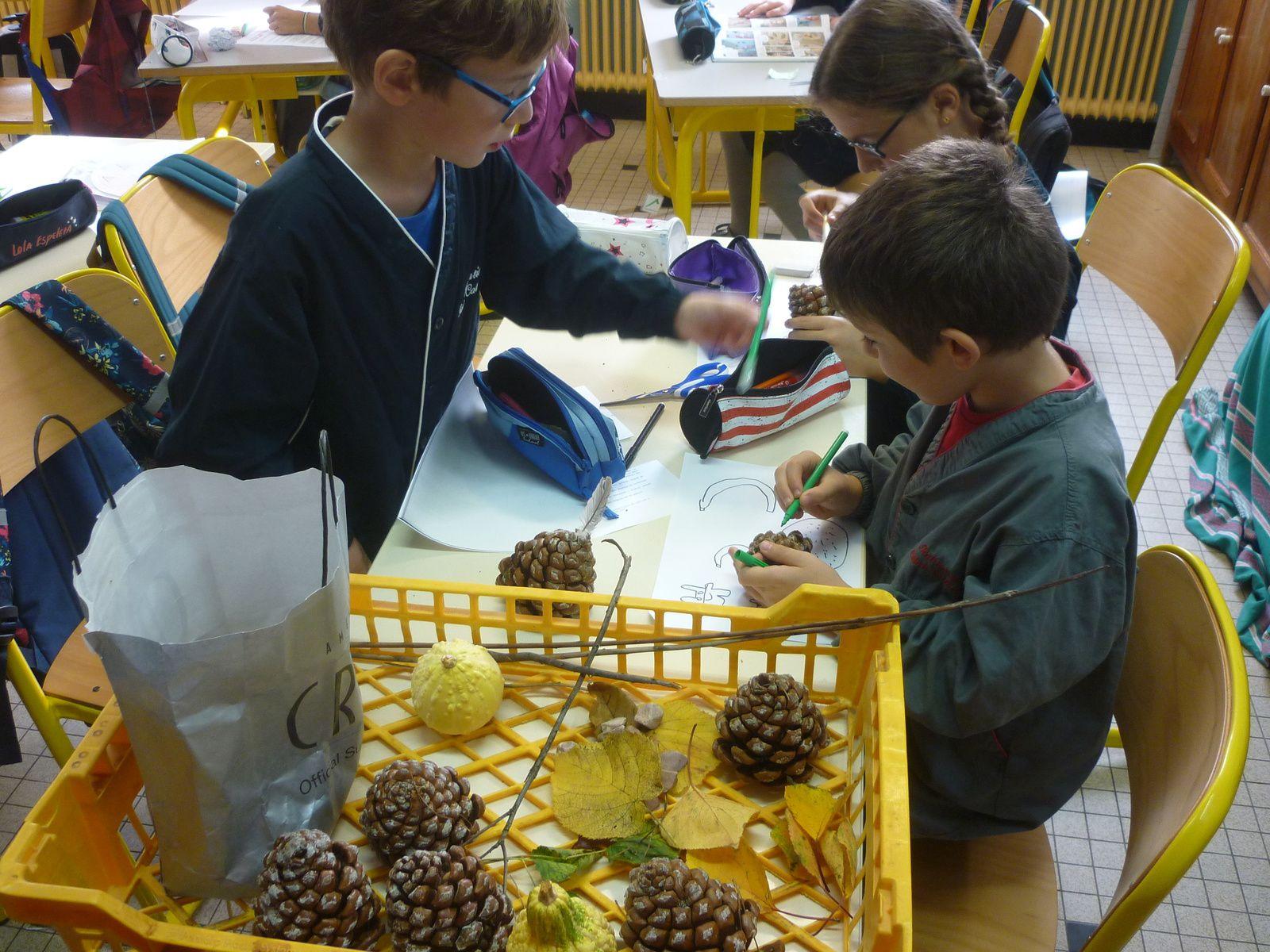 Un beau marché d'automne à St Sylvestre construit et tenu par les élèves.