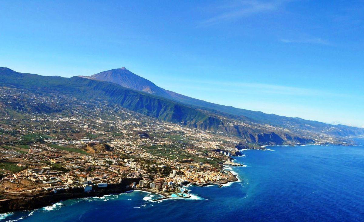 Je reserve toujours au hublot, voici les photos du survol de Marseille, Gerone, Tenerife, Seville,Portugal etc Merci a Ryanair car avant avec la Sabena ?! je serais souvent a la maison