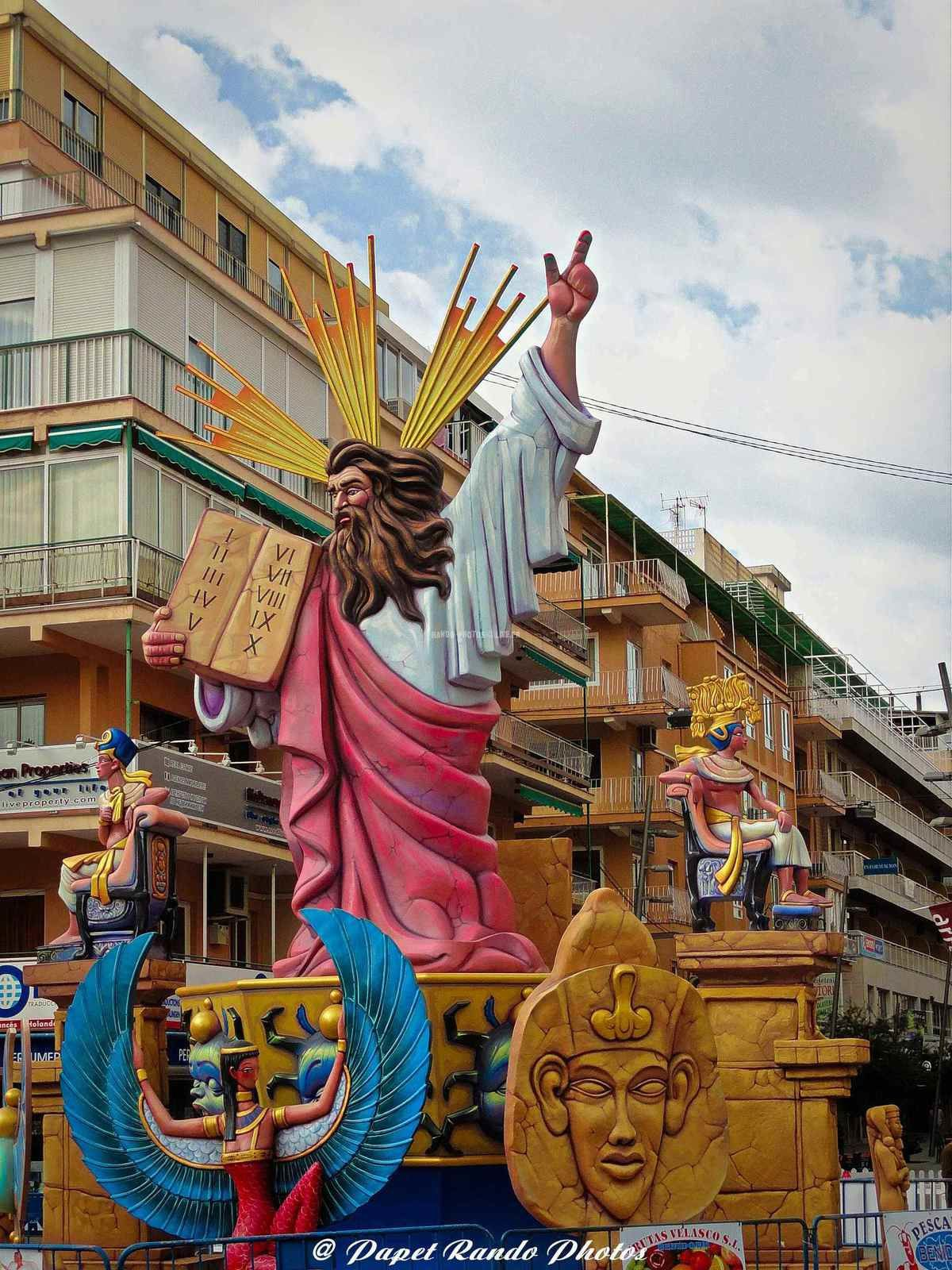 Las Fallas  La Saint Joseph  un folklore magnifique, dans la région de Valence etc ( photos a Benidorm ) a voir au moins une fois  S