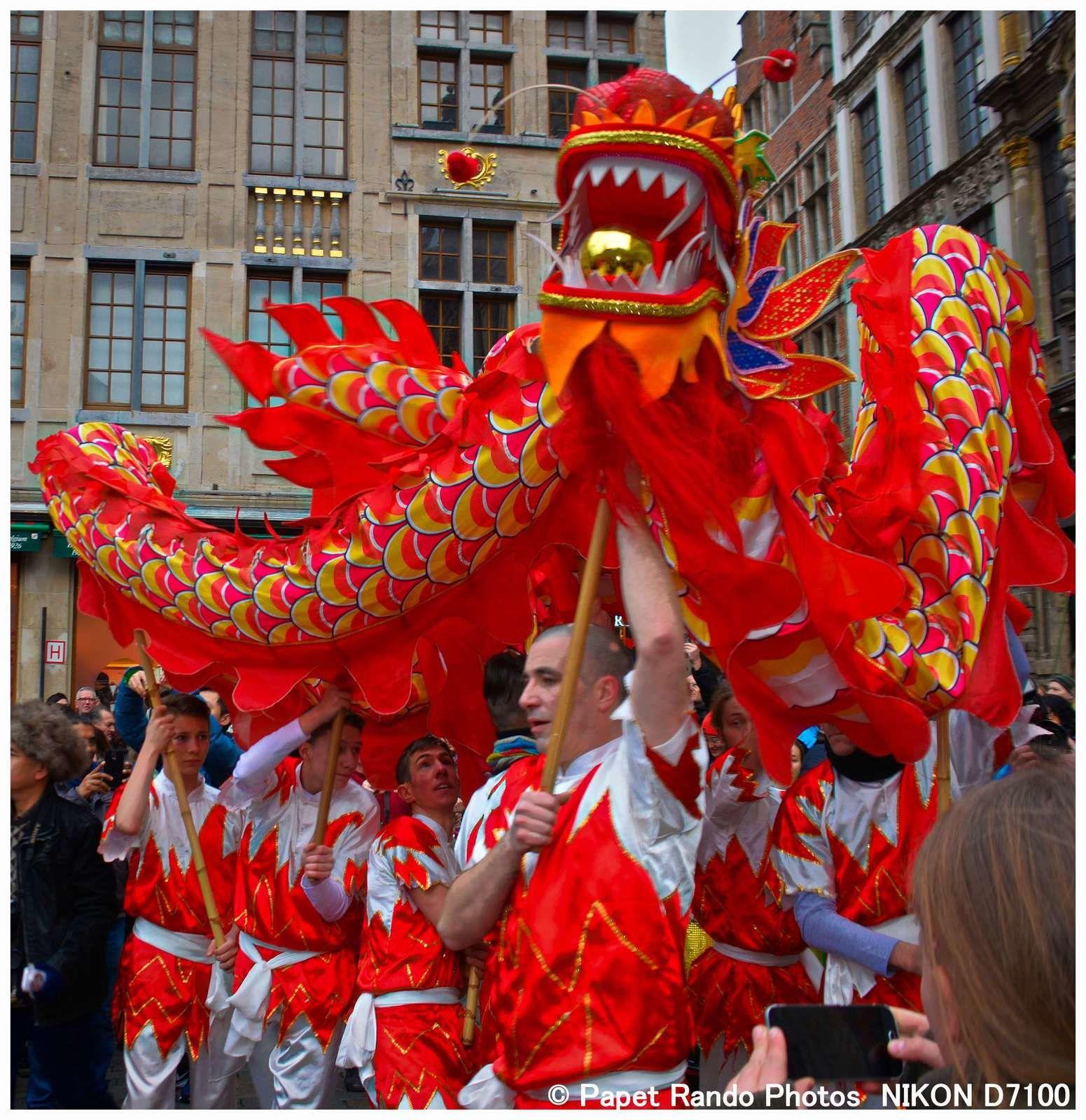 Apres les festivités de la Grand Place, voici la Parade dans Bruxelles ( merci de l'aide & des sourires des participantes & participants )