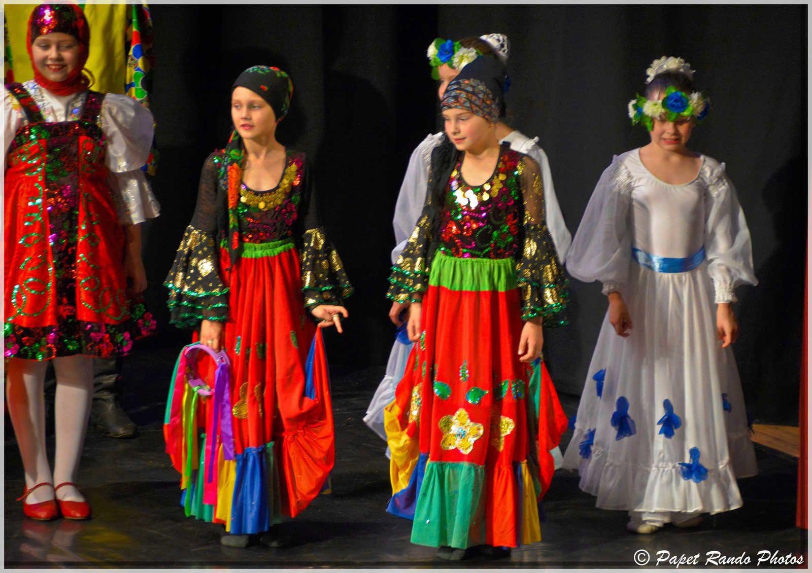 Toujours trés beau le Folklore, venu en  Wallonie, grace a asbl A.R.R.E.T. (accueil des enfants de Tchernobyl)  BRAVO, MERCI pour leur ART & TRADITION