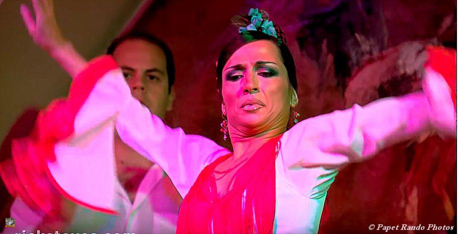 SEVILLE a voir au moins une fois dans votre vie, ville magnifique, bien sur du Flamenco partout, j'y etais aussi pour cela, encore un grand merci aux connaissances du Flamenco pour les bonnes adresses