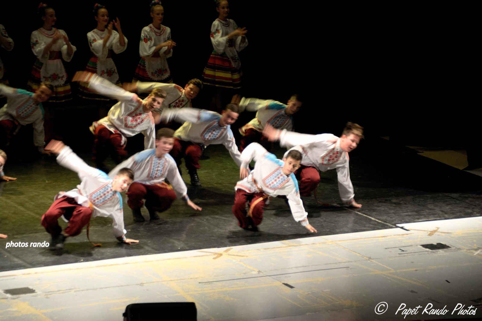 Danses folkloriques biélorusses, en Wallonie, grace a l'asbl A.R.R.E.T. pour l'accueil des enfants de Tchernobyl) voir sur Facebook leur mur