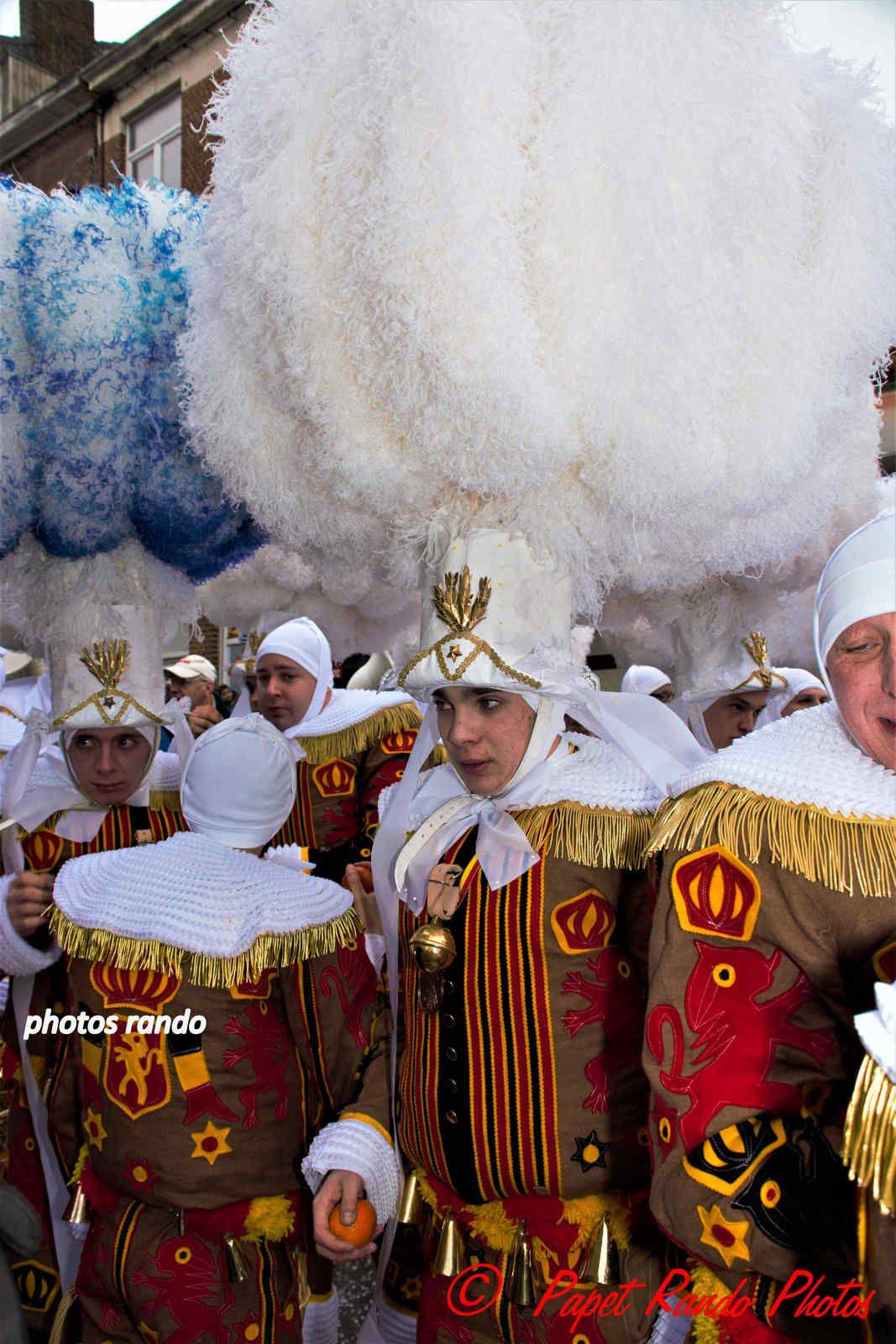 Les Rois du Carnaval ( 2e Cortége) avec 9 groupes de Gilles & 1 groupe de Paysannes, des vrais Gilles dans la vrai tradition  de ce beau Floklore de chez nous, aussi une organisation au TOP il n'y a jamais plus de 30 metres entre deux groupes BRAVO, en plus ici personne, hors des groupes MERCI pour les spectateurs