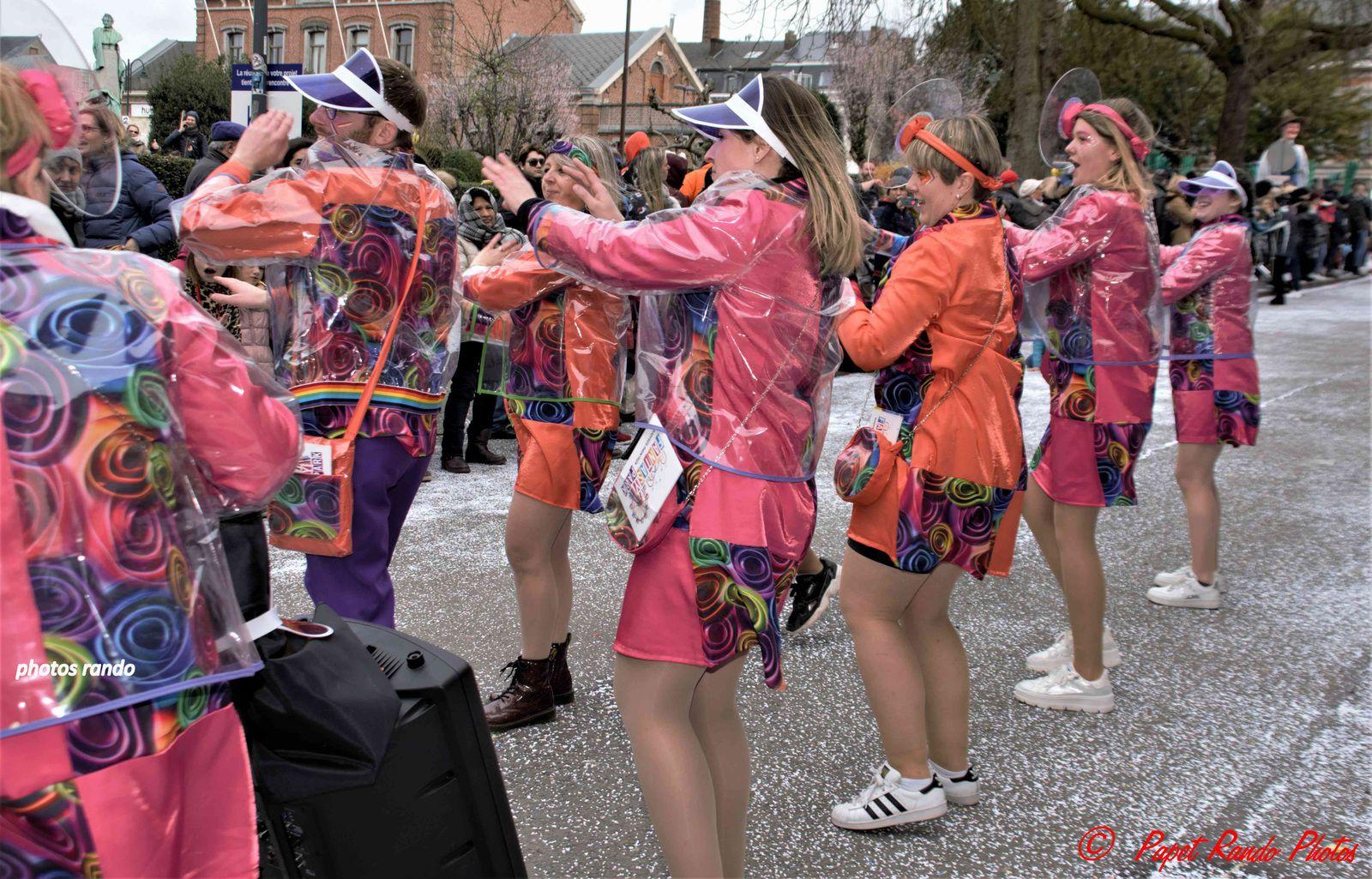 Une cavalcade 5 etoiles, avec des groupes 4 coins de la Belgique, France, & du Monde ( 22 groupes) avec une organisation au TOP comme chaque année
