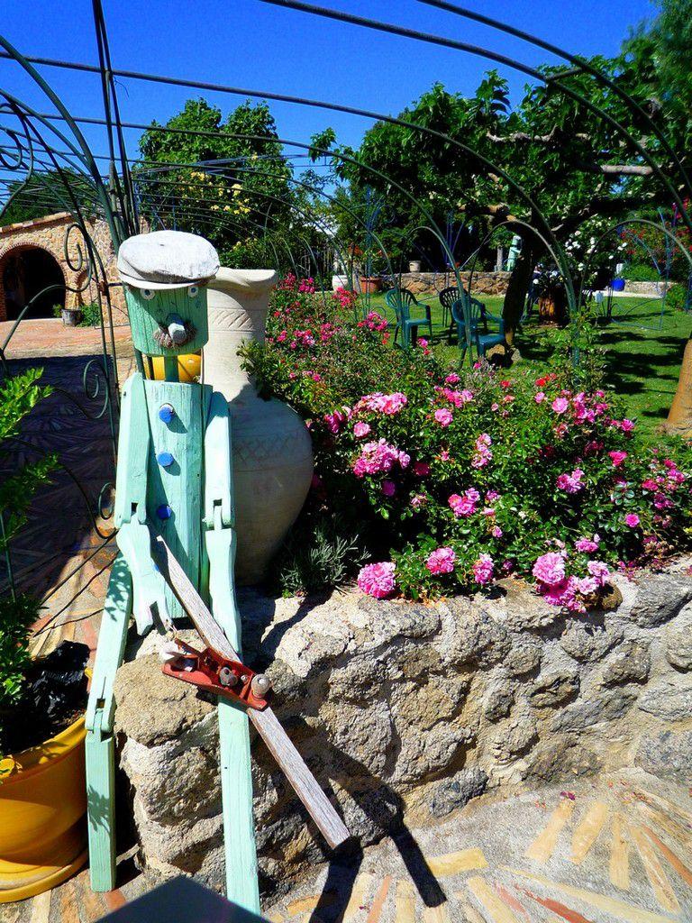 De bien curieux habitants peuplent ce jardin de rêve (mai 2011, images personnelles)