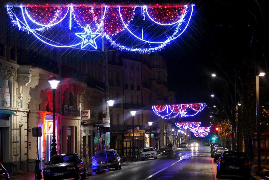Décorations de la Place de la Victoire et du grand côté des Allées Paul Riquet (décembre 2016, images personnelles)