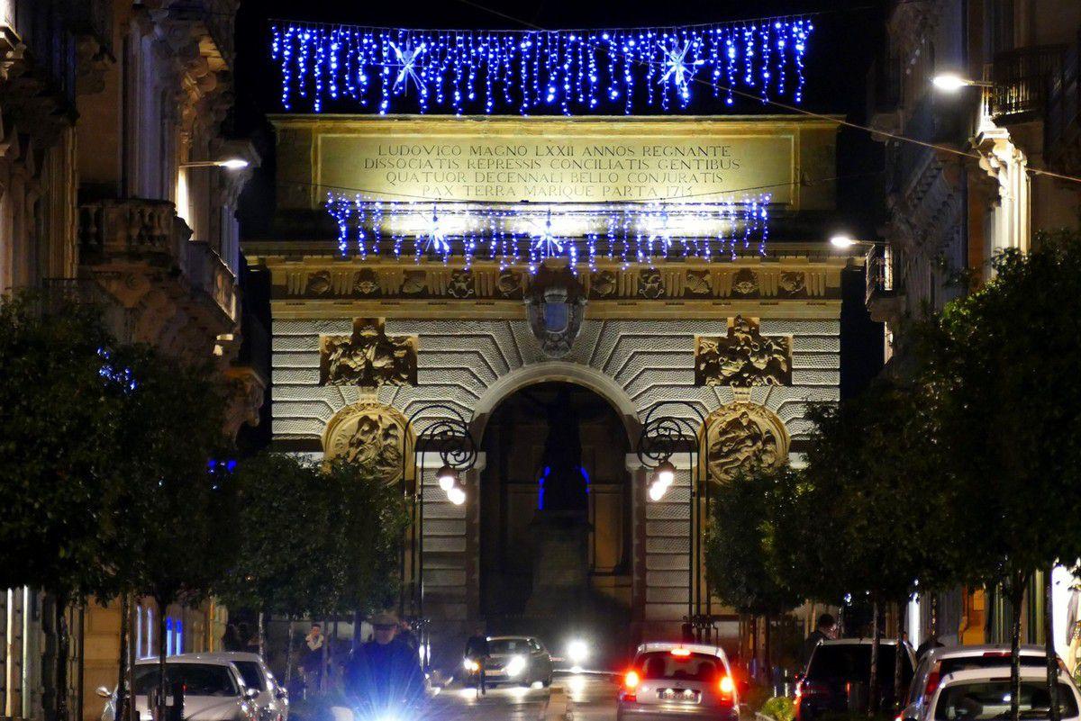 L'arc de triomphe situé entre le Palais de justice et le Peyrou (décembre 2016, images personnelles)