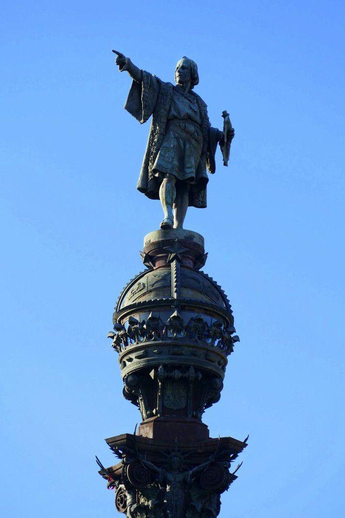 Le Mirador de Colomb veille sur le port et nous invite au voyage (octobre 2016, image personnelle)