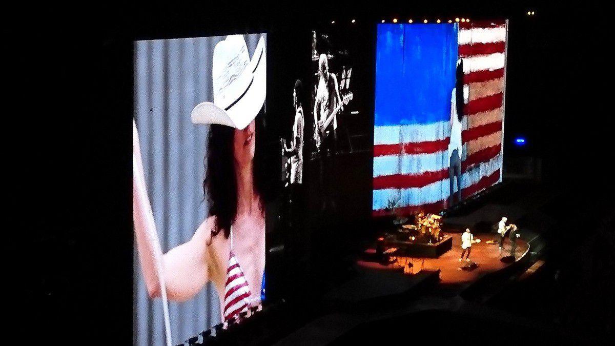 Espoirs et désespoirs de l'Amérique profonde en toile de fond du concert ( juillet 2017, images personnelles)