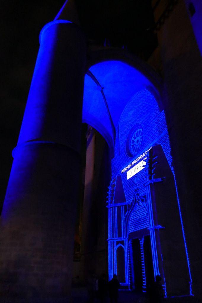 Le porche de la cathédrale mis en lumière avant de découvrir le travail des écoles de Montpellier (décembre 2017, image personnelle)