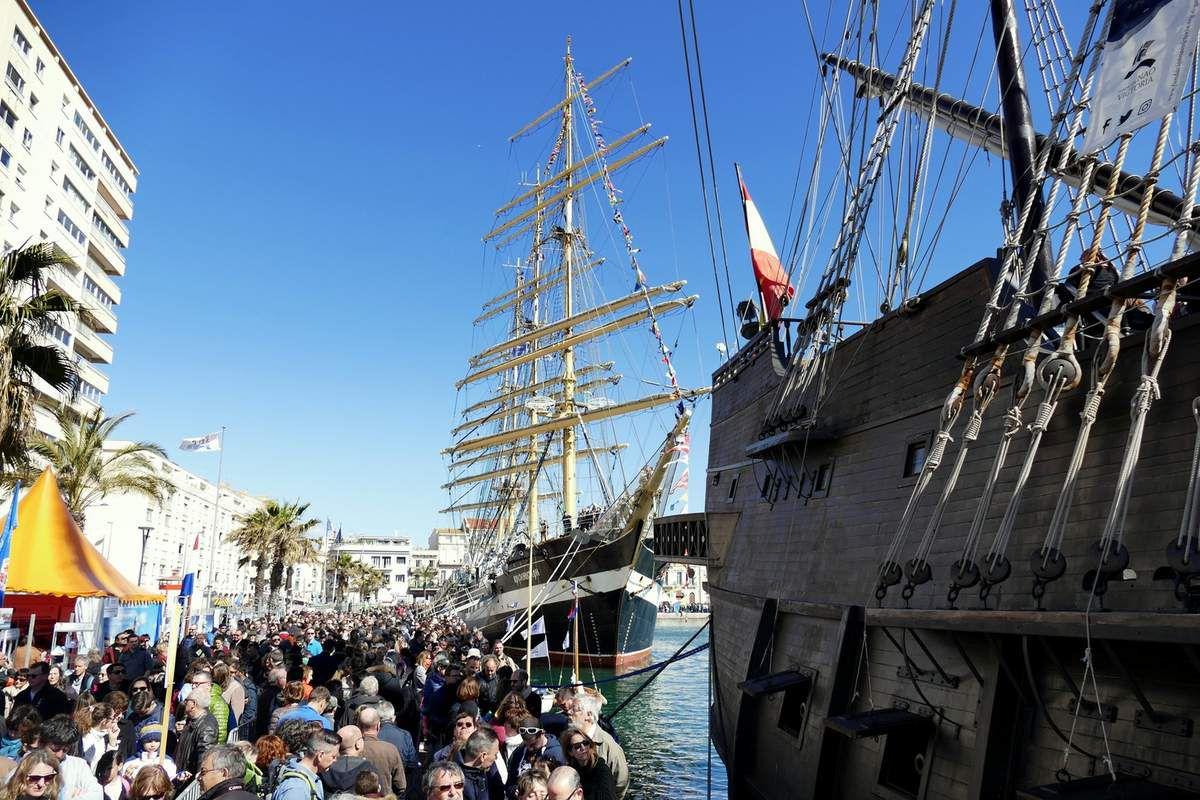 La foule des grands jours pour embarquer sur les navires ouverts à la visite (avril 2018, images personnelles)