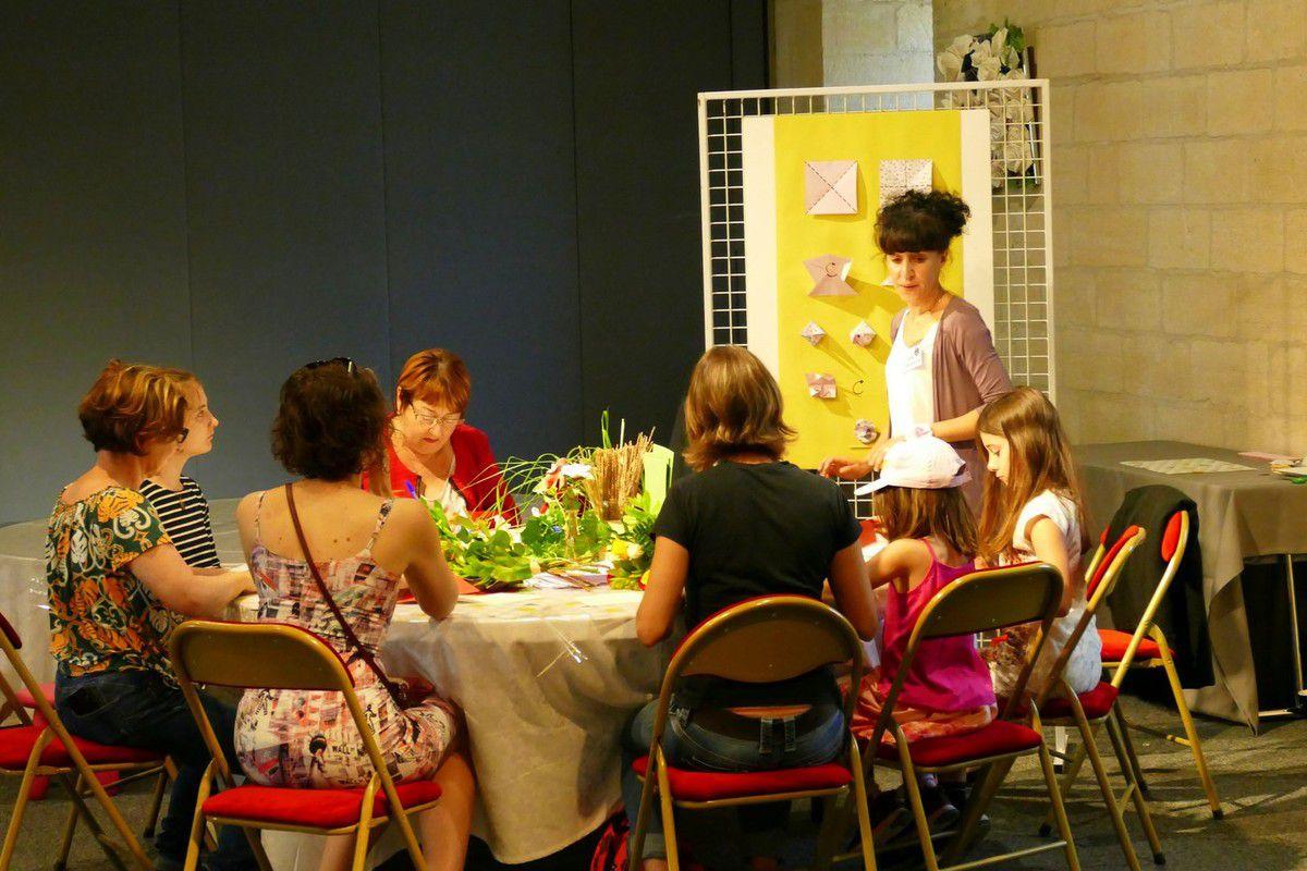 Une décoration florale soignée dans la salle qui accueille les ateliers origami et composition de bouquets (mai 2018, images personnelles)