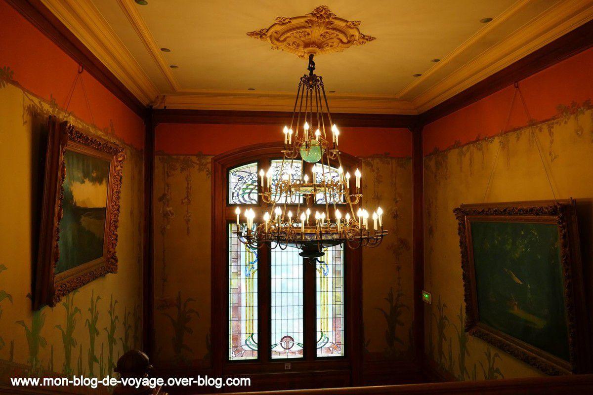 La visite se poursuit avec le deuxième étage en empruntant le grand escalier de la demeure (août 2017, images personnelles)
