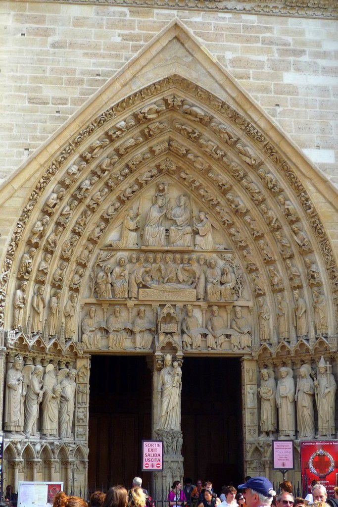 Détails de la façade principale et de ses trois portes (images personnelles, septembre 2011)