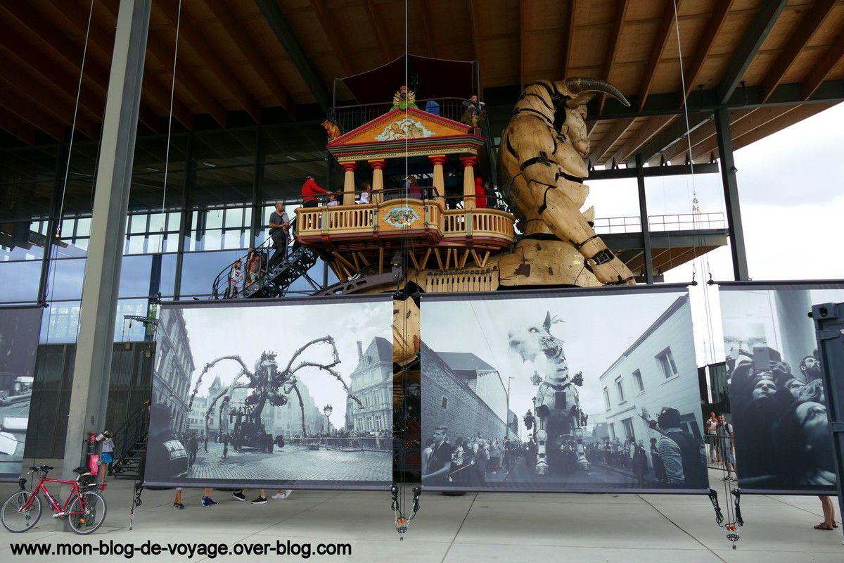 La Halle et ses alentours sont décorées avec des tirages grand format rendant hommage aux véritables machinistes qui donnent une vie et une âme à toutes ces créations (Août 2019, images personnelles)