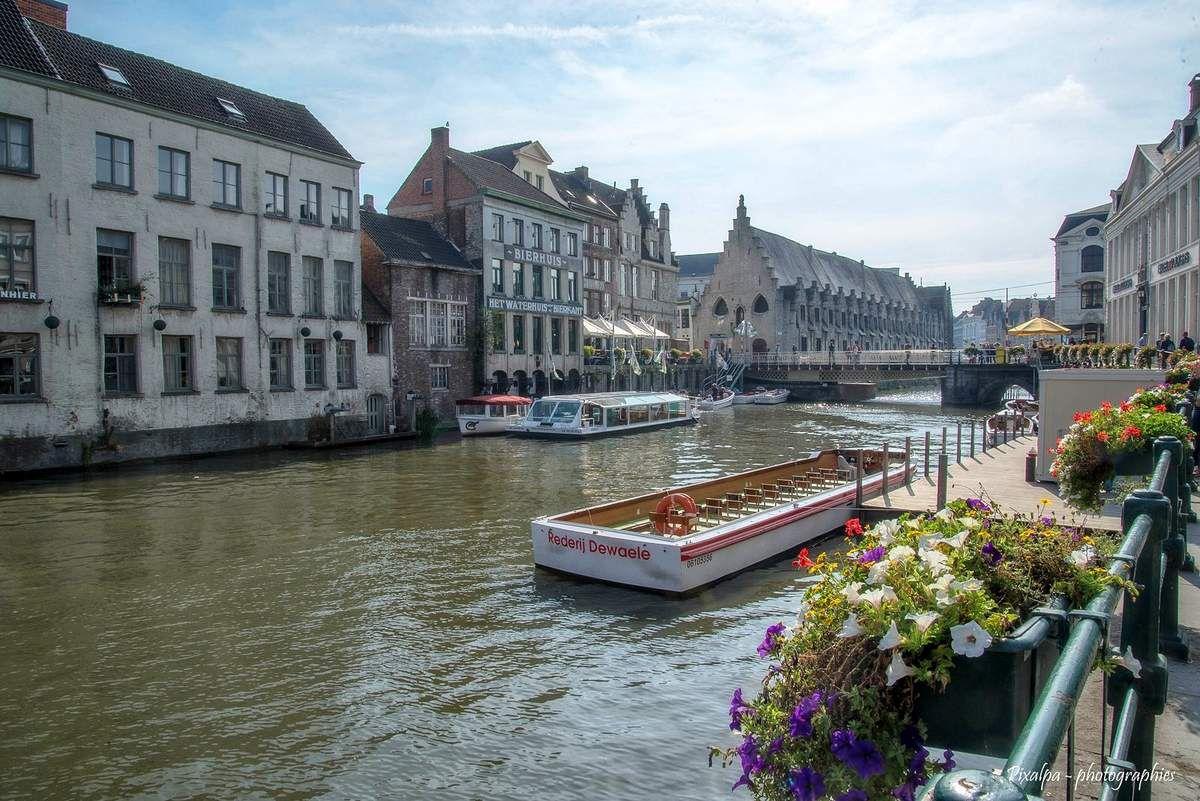 Gand , au confluent de la Lys et de l'Escault ...