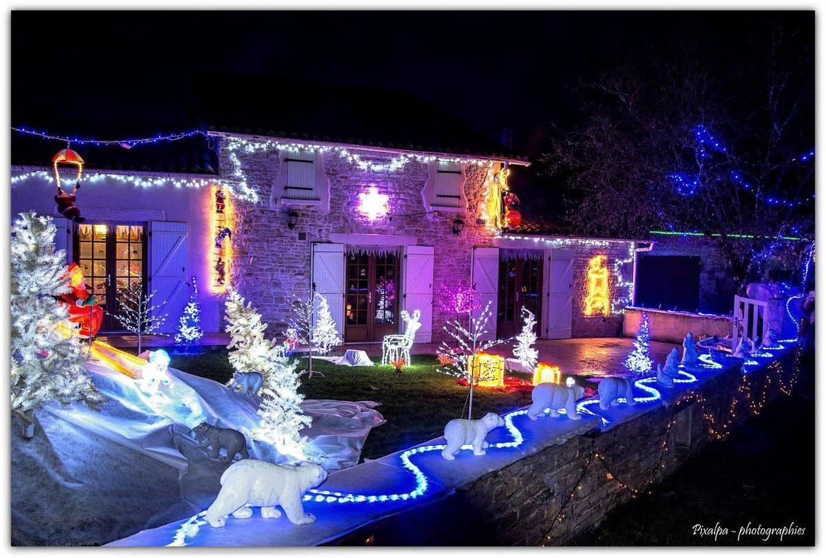 """Illuminations du village de """"Chez les Houmeaux"""" ...."""