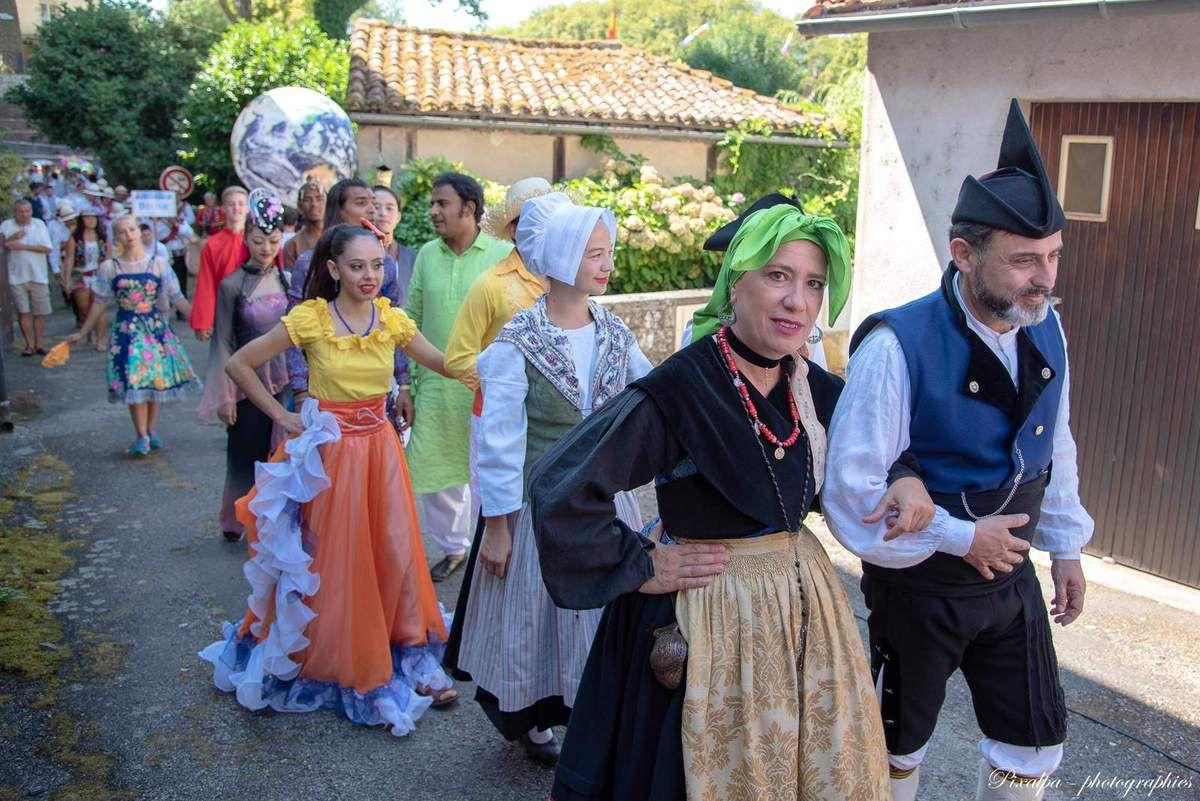 Folklore de Confolens ; le défilé du 15 aout 2018 ....