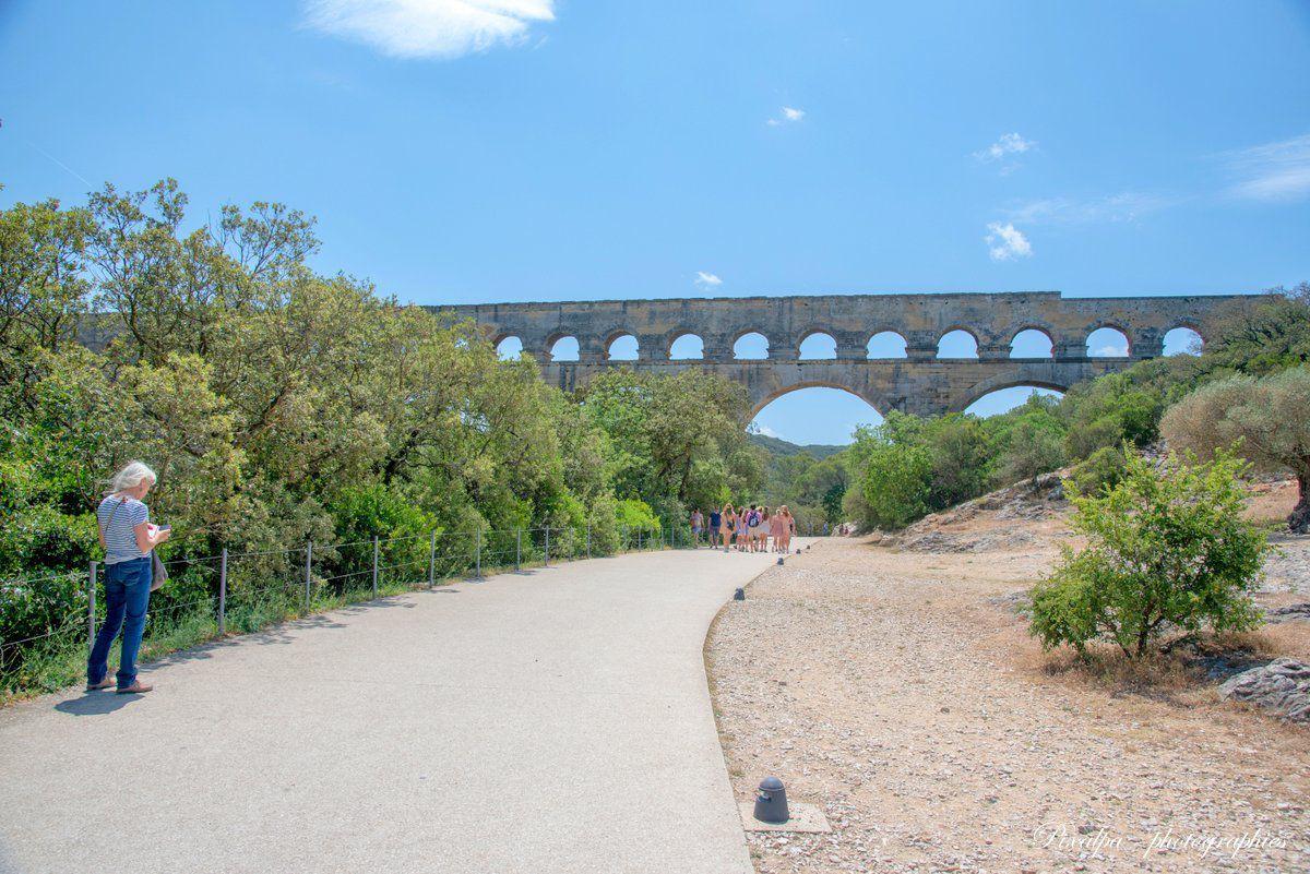 Le Pont du Gard et l'Isle sur la Sorgue .