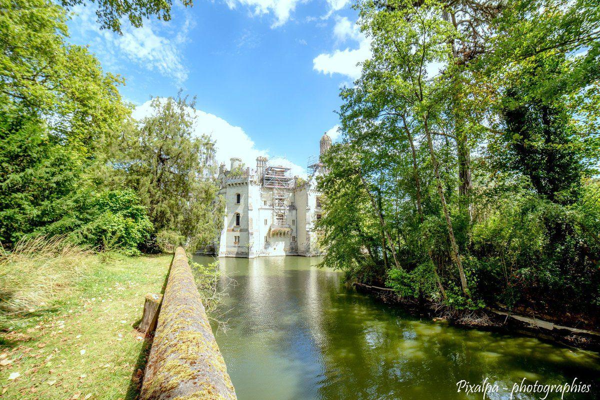 Le Château de la Mothe Chandeniers ...
