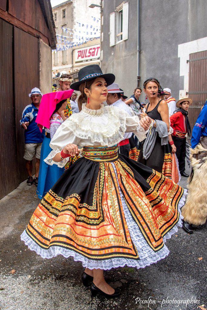 Folklore de Confolens, édition 2019, les groupes et le défilé ...