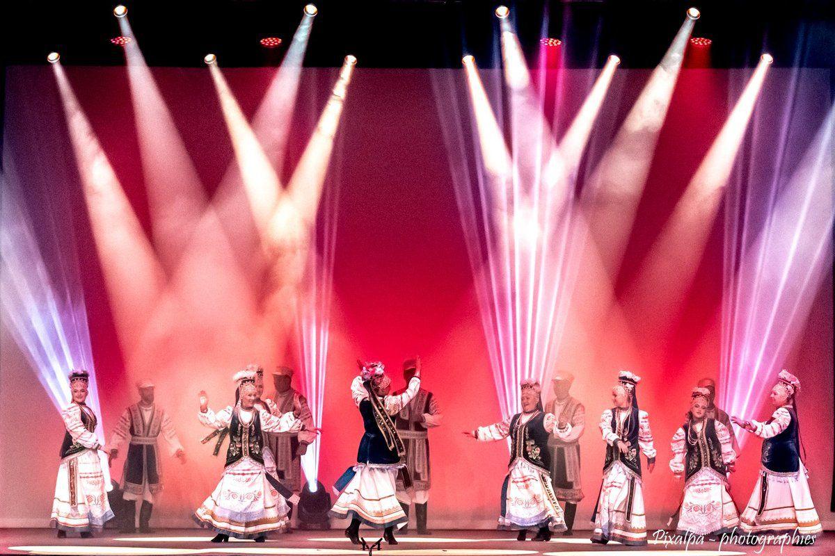 Folklore de Confolens, édition 2019, la scène au théâtre des ribières ...