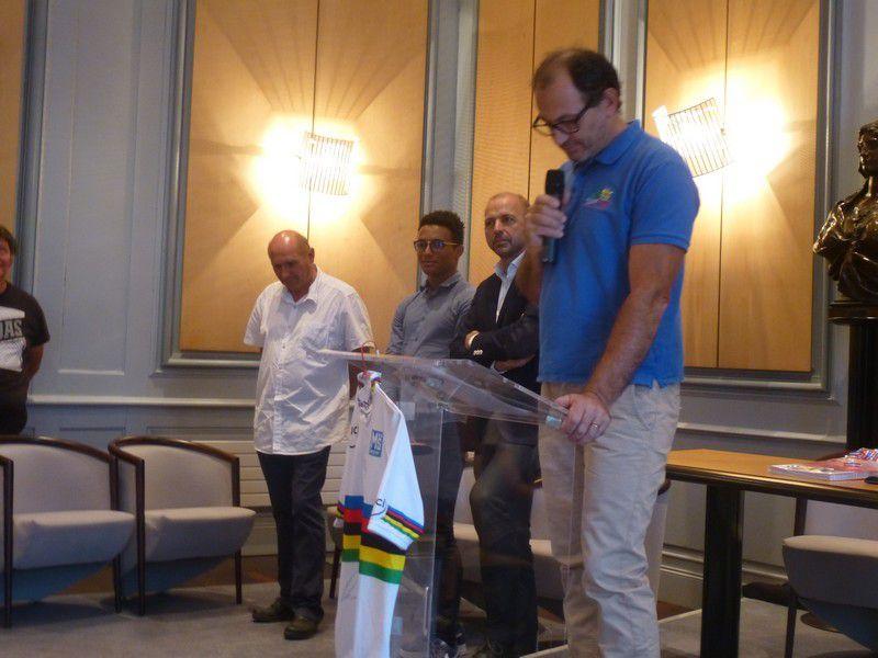 Présentation officielle du maillot de champion du monde de Florian